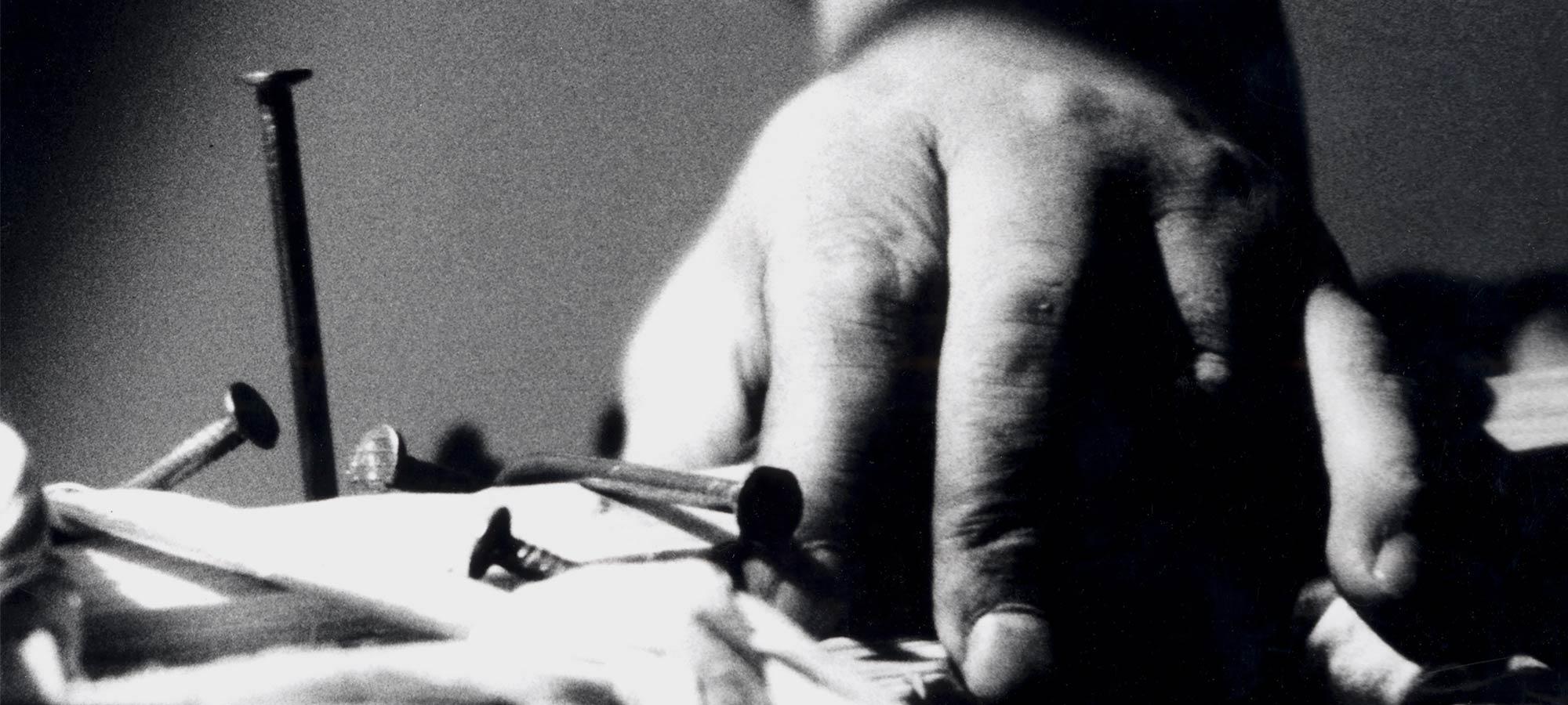 Günther Uecker – Verletzung Verbindung (Heridas – Conexiones, Injuries – Connectiones)