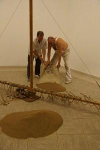 Aufbau Sandmühle, Günther Uecker und Edwin Bader (IFA)