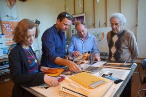 Prof. Dr. Beate Reifenscheid, Kai Böcking, Wolfram Kons und Mel Ramos im Atelier (v.l.)