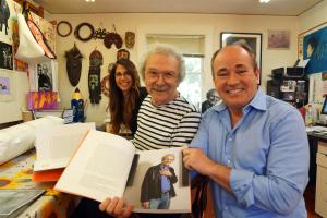 Mel Ramos mit seiner Tochter Rochelle Leininger und Wolfram Kons im Atelier