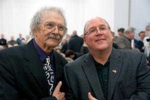 Mel Ramos und Jeffrey M. Hill, Leiter der Presse- und Kulturabteilung des amerikanischen Generalkonsulats Frankfurt