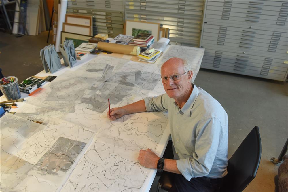 Tony Cragg bei der Arbeit II