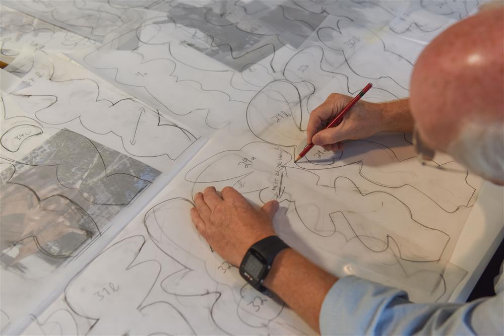 Tony Cragg bei der Arbeit III