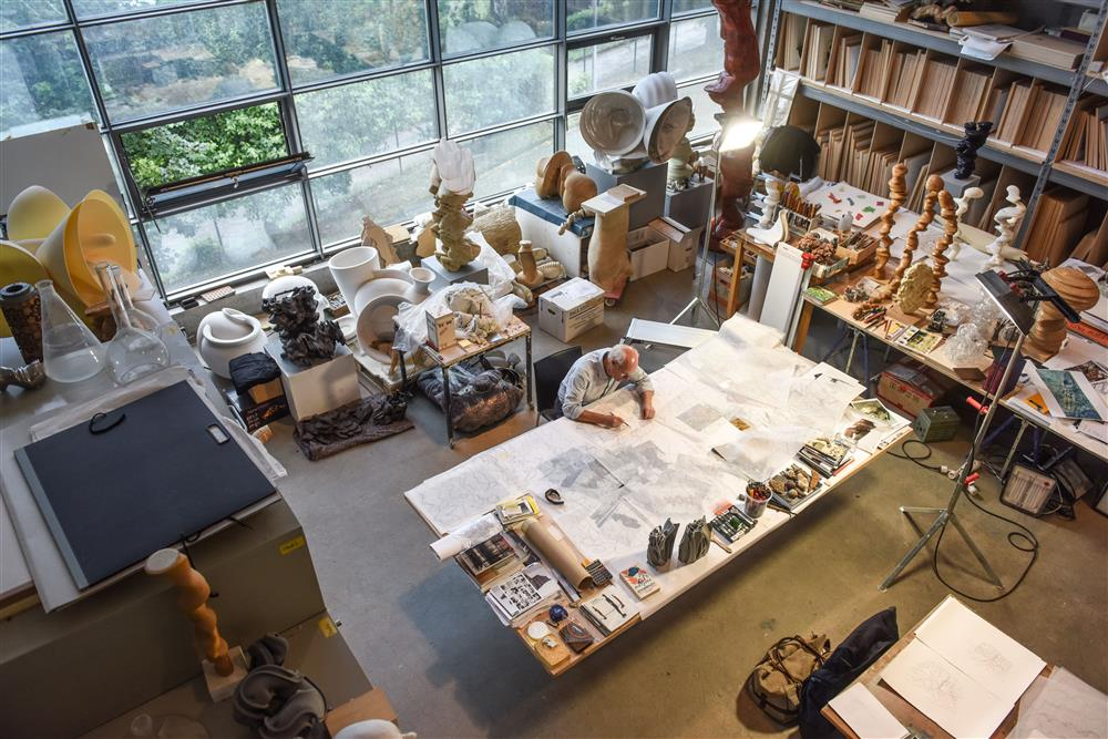 Tony Cragg in seinem Atelier