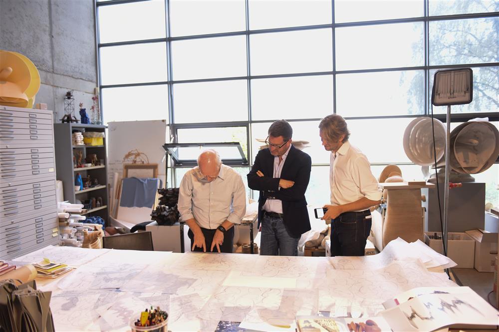 Tony Cragg mit Kai Diekmann und Willem Tell