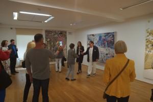 Julian Schnabel in der von ihm kuratierten Ausstellung Unknown