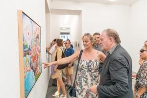 Erró Ausstellungseröffnung in der Galerie Geuer & Geuer Art - Erró mit Gästen der Ausstellung - Copyright Uli Engers