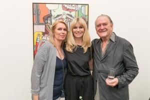 Erró Ausstellungseröffnung in der Galerie Geuer & Geuer Art - Erró mit Miss Island(Mitte) - Copyright Uli Engers
