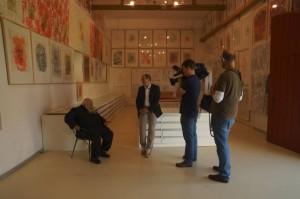 Hermann Nitsch und Wolfram Kons mit Filmteam
